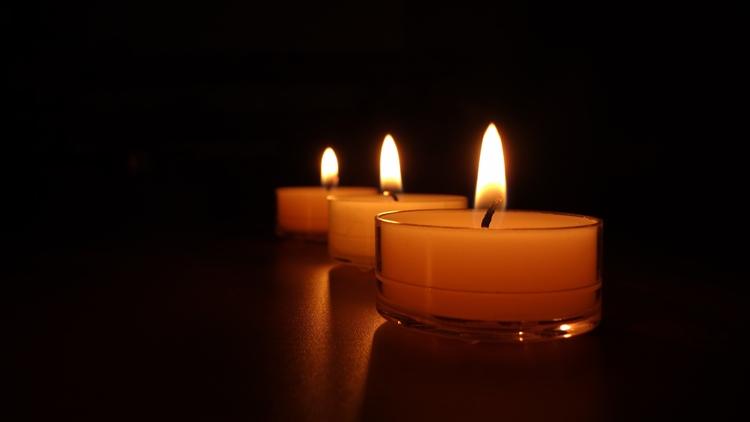 Заговор на деньги на церковную свечу