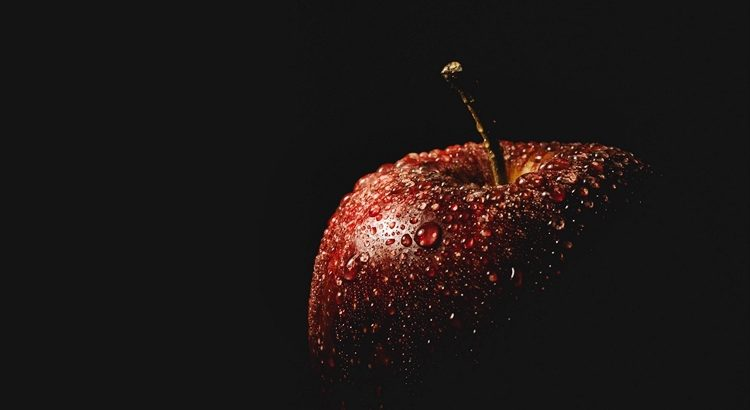 Заговор на любовь парня на яблоко