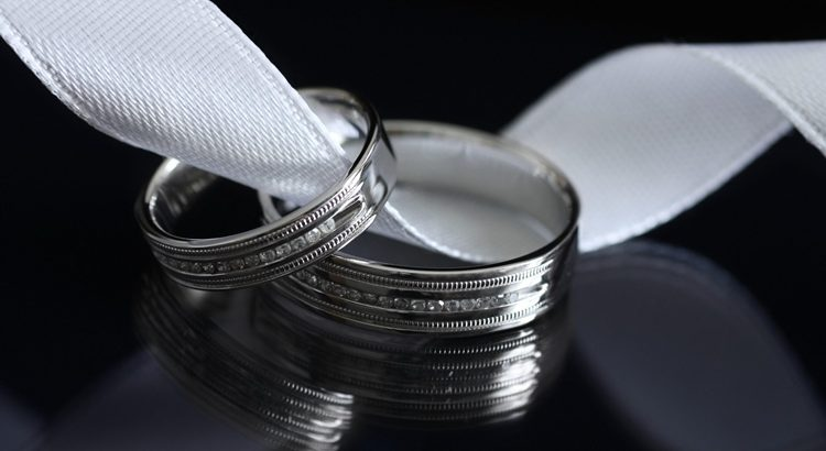 Заговор на замужество на серебряное кольцо