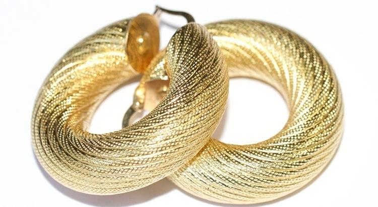 Заговор на золотые серьги