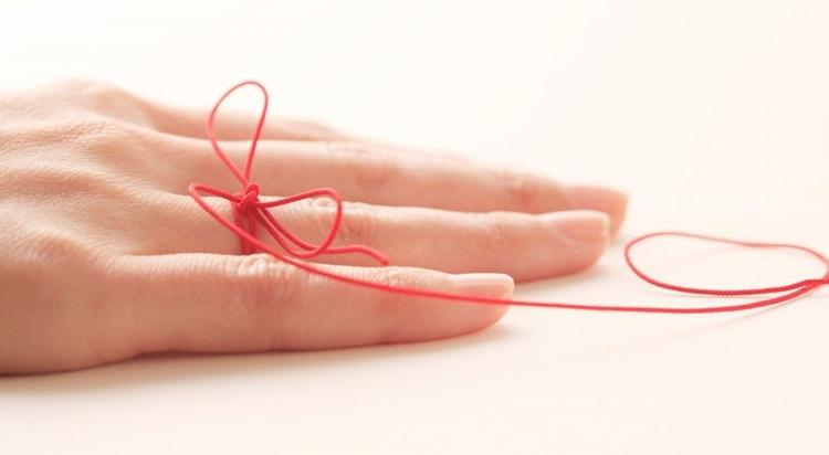 Ритуал на кольцо с красной нитью