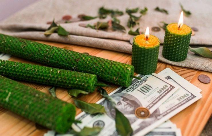 Денежный обряд на зеленую свечу и монету